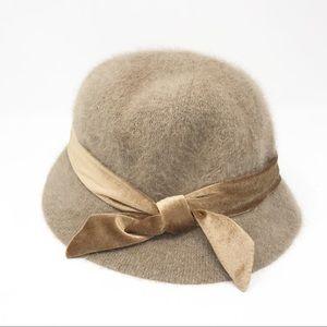 Pretty 1940 era adjustable wool Hat